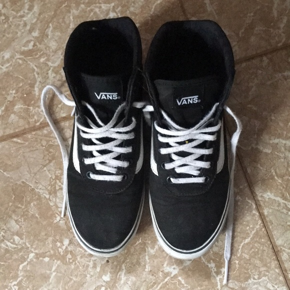 rare old style black and white hi high top vans. M 5a465df2b7f72beb2c1106c3 22123e611